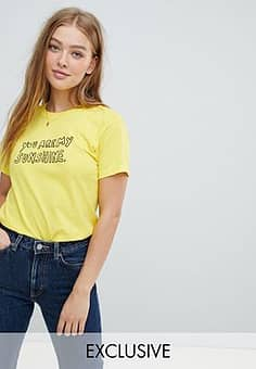 Daisy Street Boyfriend T-Shirt With Sunshine Print-Yellow