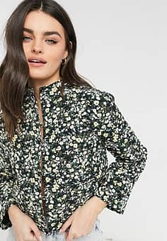 relaxed jacket in quilted ditsy floral co-ord-Black