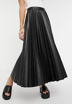 pleated faux leather midi skirt in black