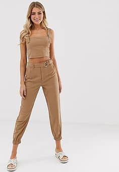 tapered trousers with belt in camel-Neutral