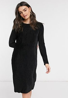 b.Young pleated shift dress in black