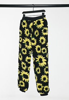 Daisy Street relaxed joggers in sunflower print teddy fleece co-ord-Black