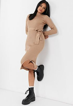 New Look tie waist knitted dress in camel-Tan