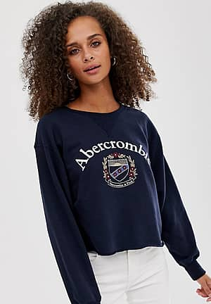cropped sweatshirt with crest logo